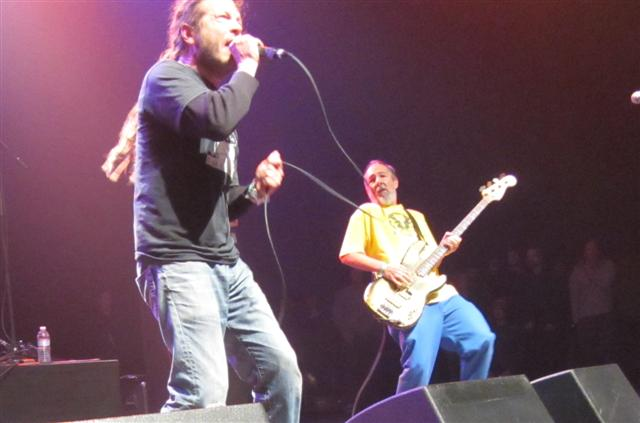 "Live Review: Descendents, ""Black Flag"", Vandals, Dickies, Ill Repute at Santa Monica Civic 12/18/11"