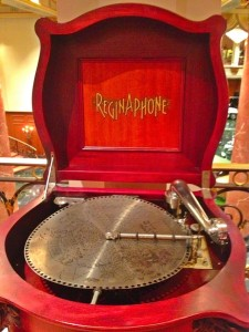 Reginaphone disc player (Photo by Nikki Kreuzer)