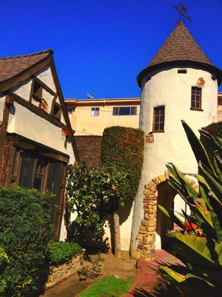 Offbeat l a storybook architecture in los angeles the for Cottages in los angeles