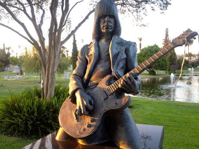 Offbeat L A Rockin Bones Los Angeles Cemeteries Visit