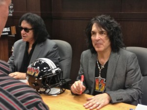 Paul Stanley (right) and Gene Simmons (left) greet their fans (photo by Nikki Kreuzer)
