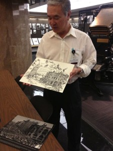 Tour guide Darrell Kunitomi describing the 1910 bomb that decimated the L.A. Times (photo by Nikki Kreuzer)