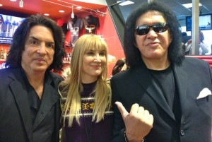 The author with Genne Simmons & Paul Stanley (photo by Nikki Kreuzer)