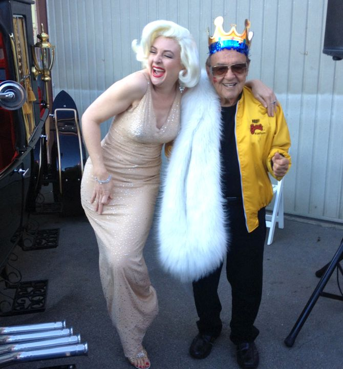 "George Barris gets birthday wished from ""Marilyn"" (photo by Nikki Kreuzer)"