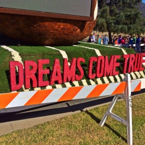 "The 2014 closing float with this year's theme ""Dreams Come True"" (photo by Nikki Kreuzer)"
