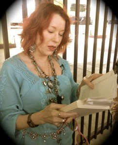 Pamela DEs Barres reads from I'm With the Band (photo by Nikki Kreuzer)