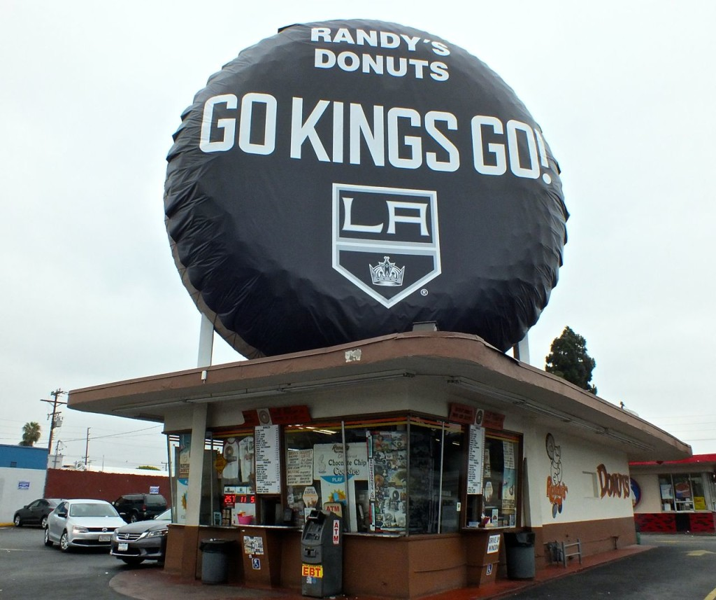 Randy's Donuts changes donut to hockey puck in honor of LA Kings