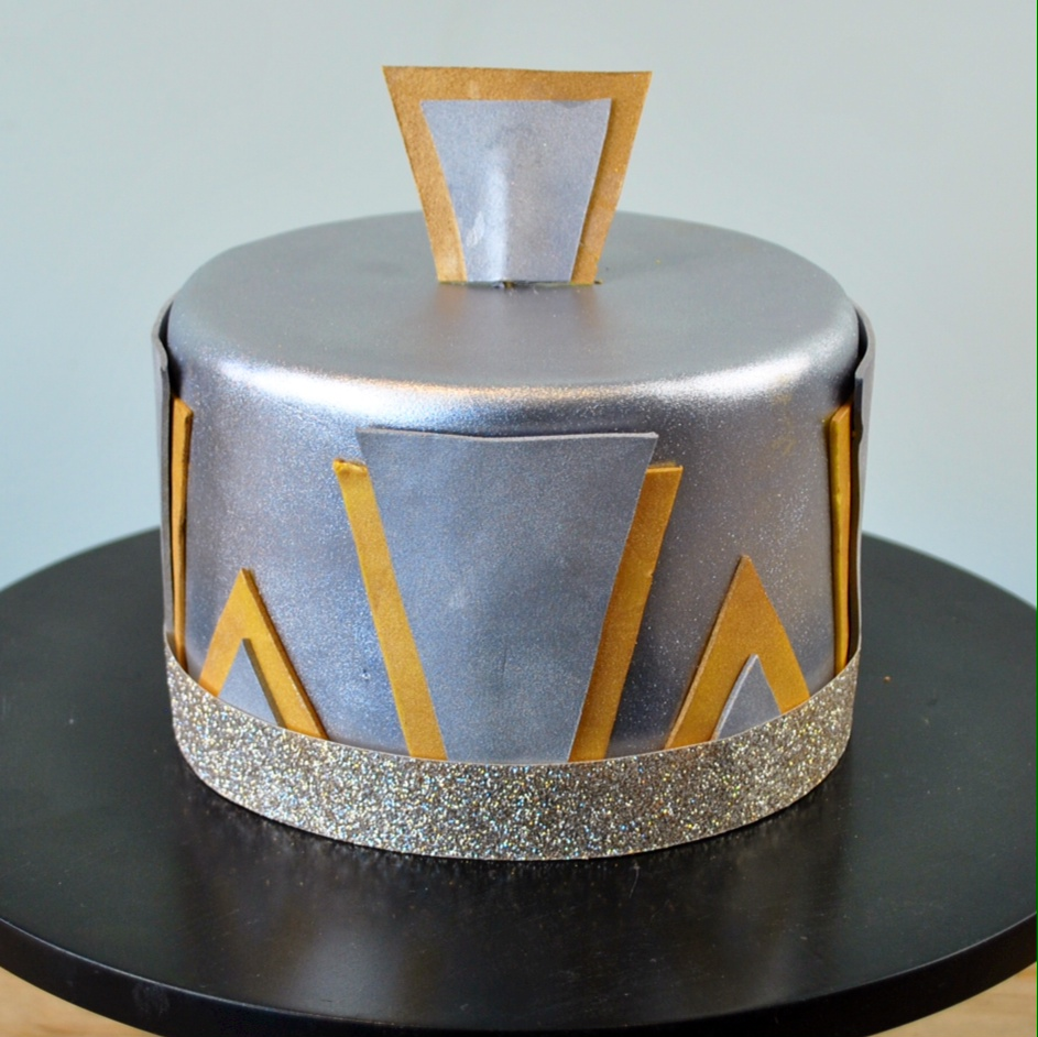 Charm city cakes west says let them make cake with for Art deco cake decoration