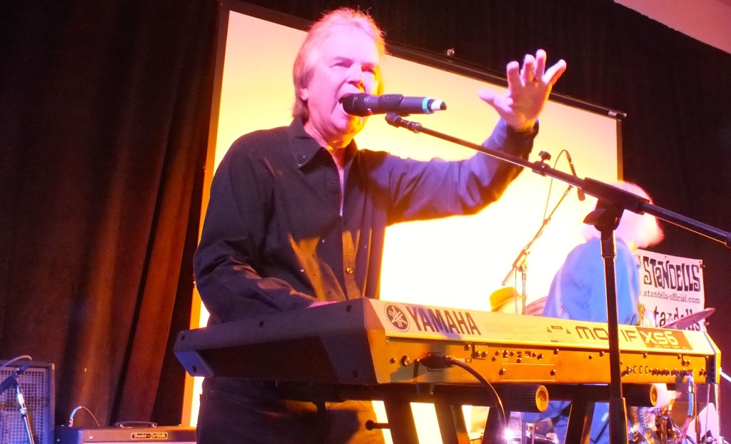 Larry Tamblyn singing with Standells sign