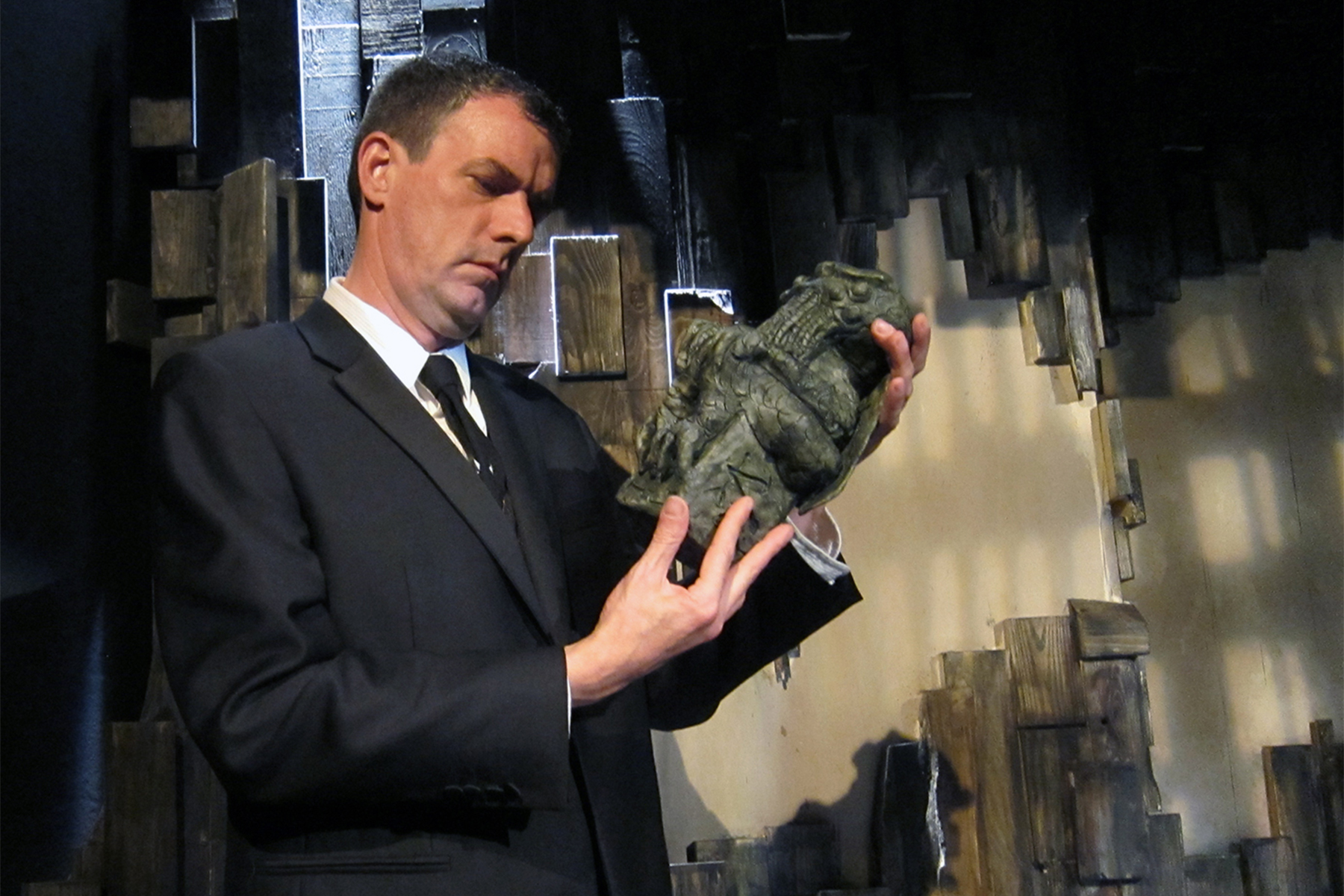 Frank Blocker portrays nine characters caught up in the mystery of a dangerous cult and an alien deity in The Visceral Company's stage adaptation of H.P. Lovecraft's THE CALL OF CTHULHU.