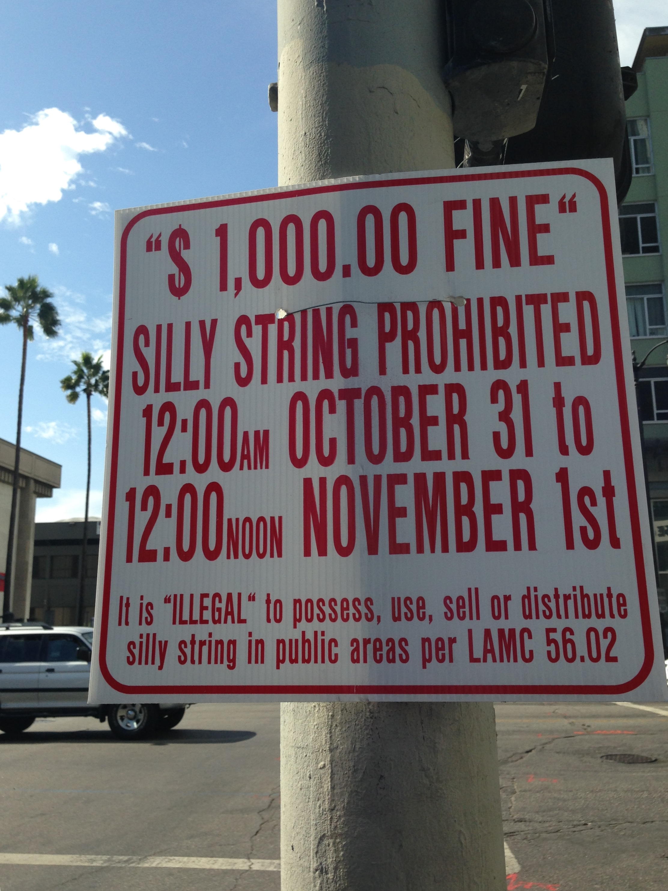 "Random LA: ""Jittery"" Hollywood Halloween Warning at Sunset and Vine"