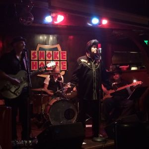 Jimmy Angel performing at the Smoke House (photo by Nikki Kreuzer)