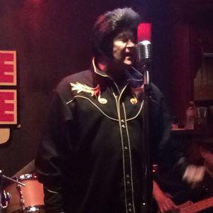 Jimmy sings (photo by Nikki kreuzer)