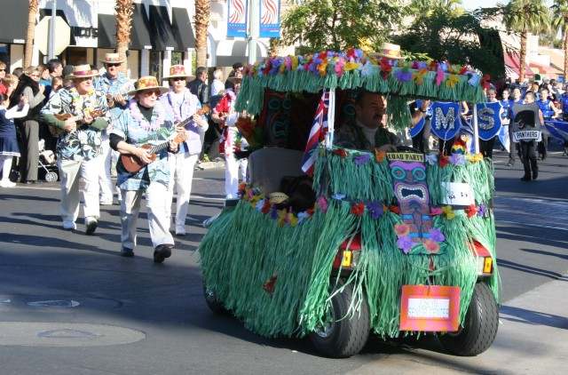 Palm Springs annual Golf Cart Parade (Elise Thompson)