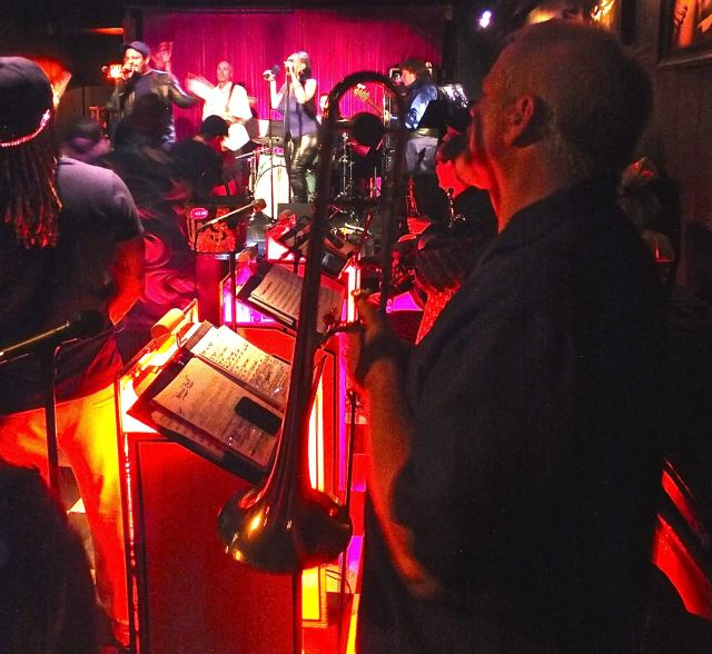 Band with guest from horn section. Photo by Ed simon for The Los Angeles Beat.