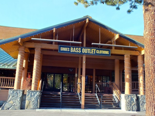 Tracker Group Sales Manager Bass Pro Shops - San Jose, CA Supervises one or more of the Sales Departments within the store to include merchandise presentation, inventory control, pricing, sales enhancements, staff.