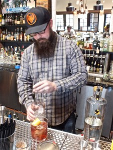 Jeff mixing a Negroni. Photo by Ed Simon for The Los Angeles Beat.