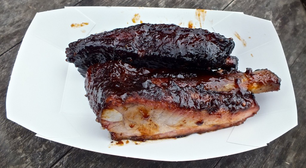 Pork ribs from Smokin' Mo's. Photo by Ed Simon for The Los Angeles Beat.
