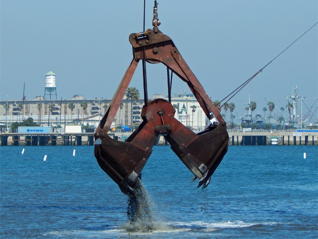 dredging_at_cabrillo_beach_160316