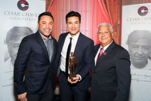 Oscar De La Hoya and Paul Chavez with Mario Lopez