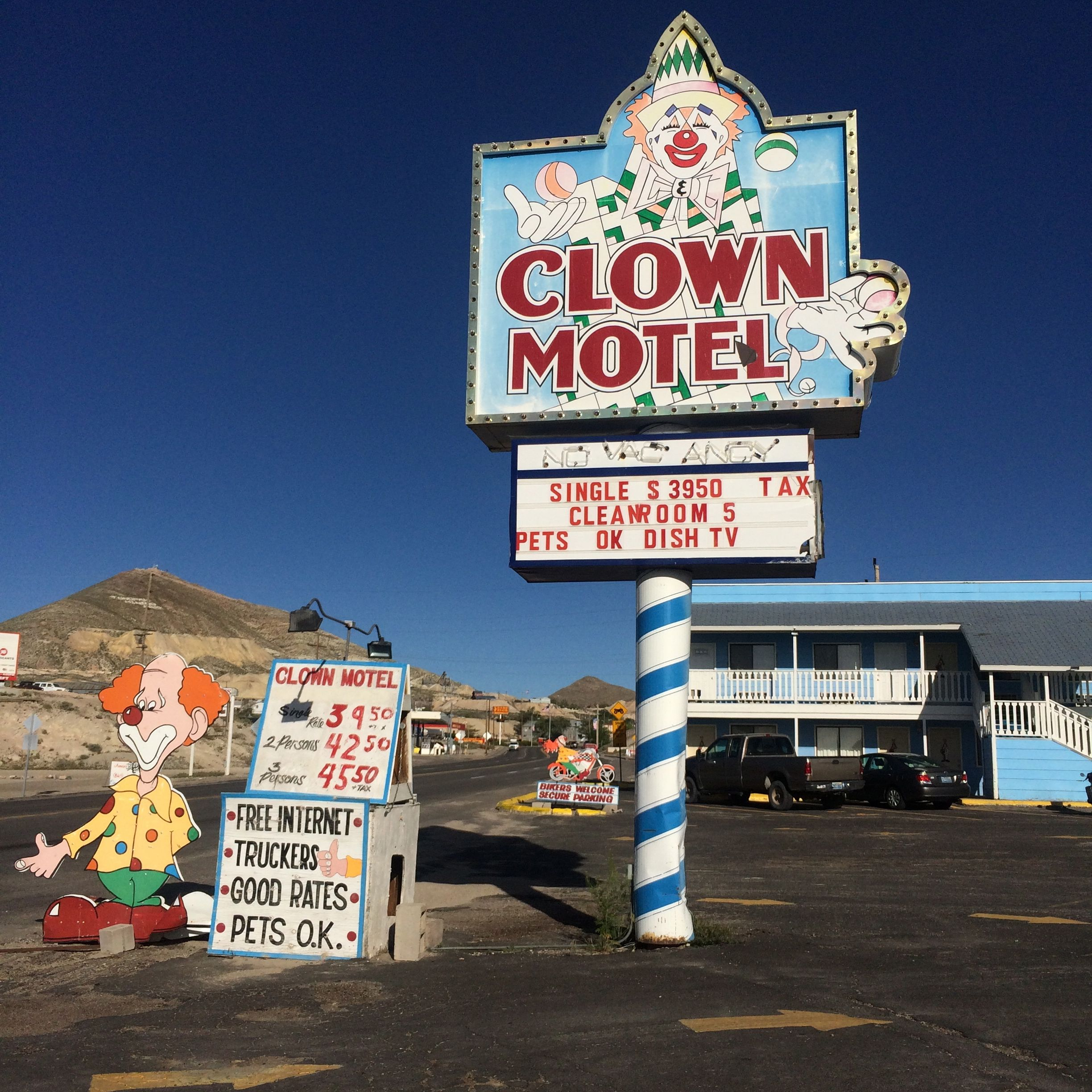 Motor City Bad Beat >> Offbeat L.A. ROAD TRIP: The Clown Motel in Tonopah, Nevada ...