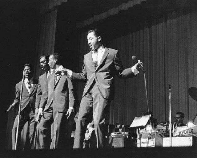 Dancin' To 60s Soul at Los Globos