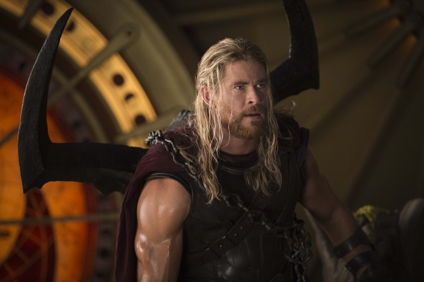 thor-ragnarok-chris-hemsworth-5-600x399.jpg